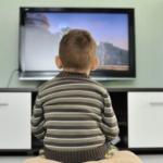 زیاد تلویزیون تماشا کردن کودک